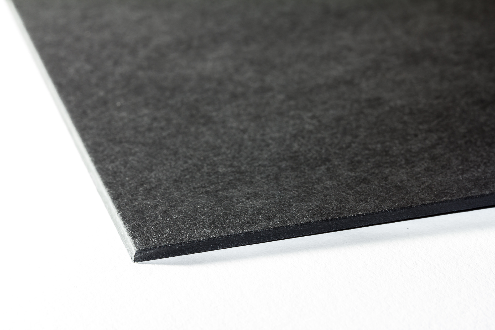 Galeriekarton schwarz durchgefärbt