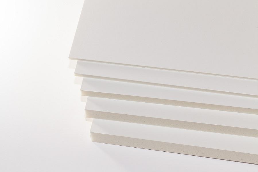 Eine Aufnahme von oben fünf Dicken Kapa-Line Leichtschaumplatten