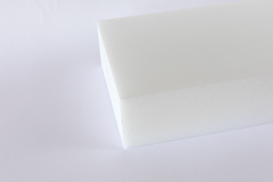 Ein weißer Hartschaum-Block