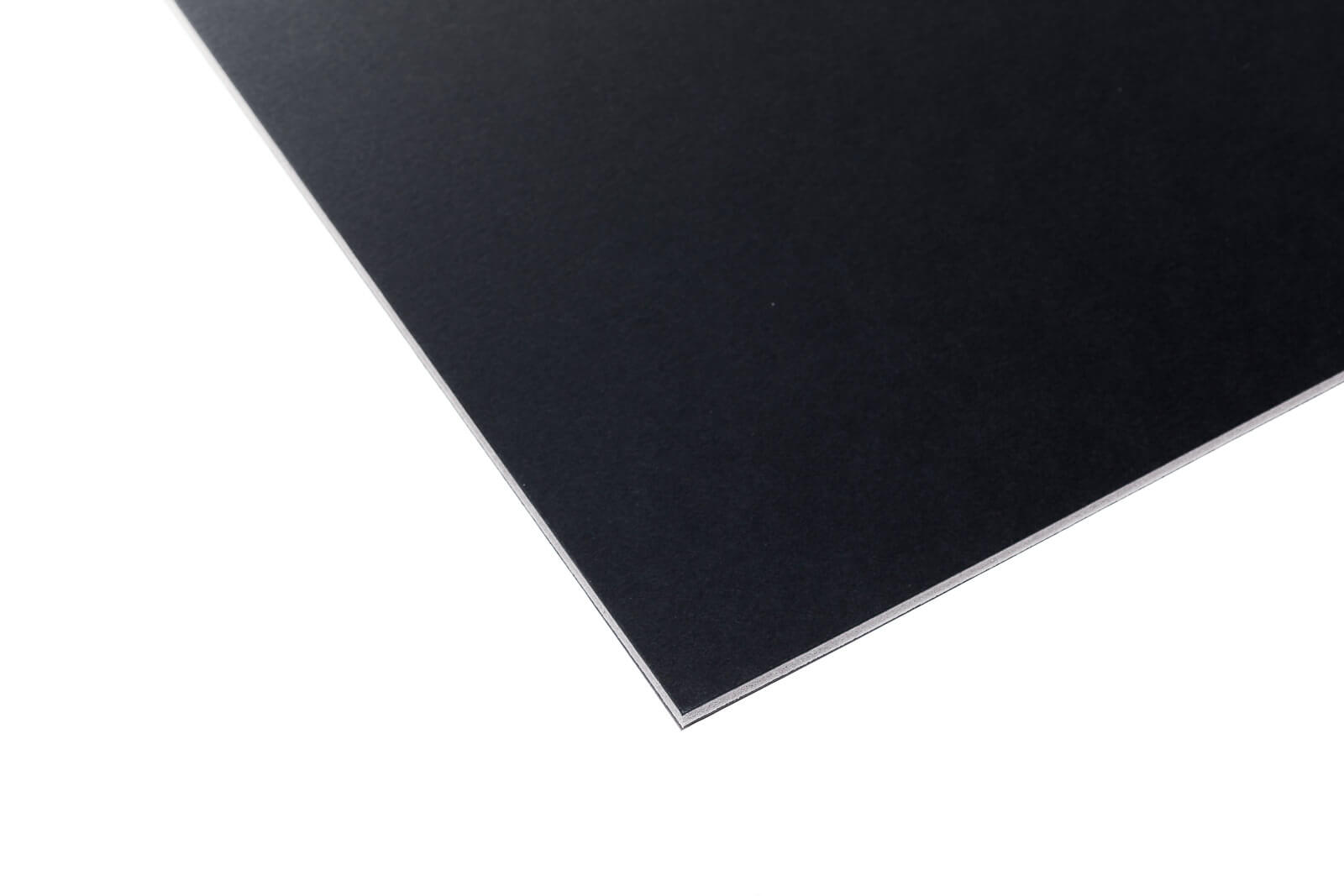 Eine Aufnahme einer schwarzen Kapa-Graph Leichtschaumplatte von oben