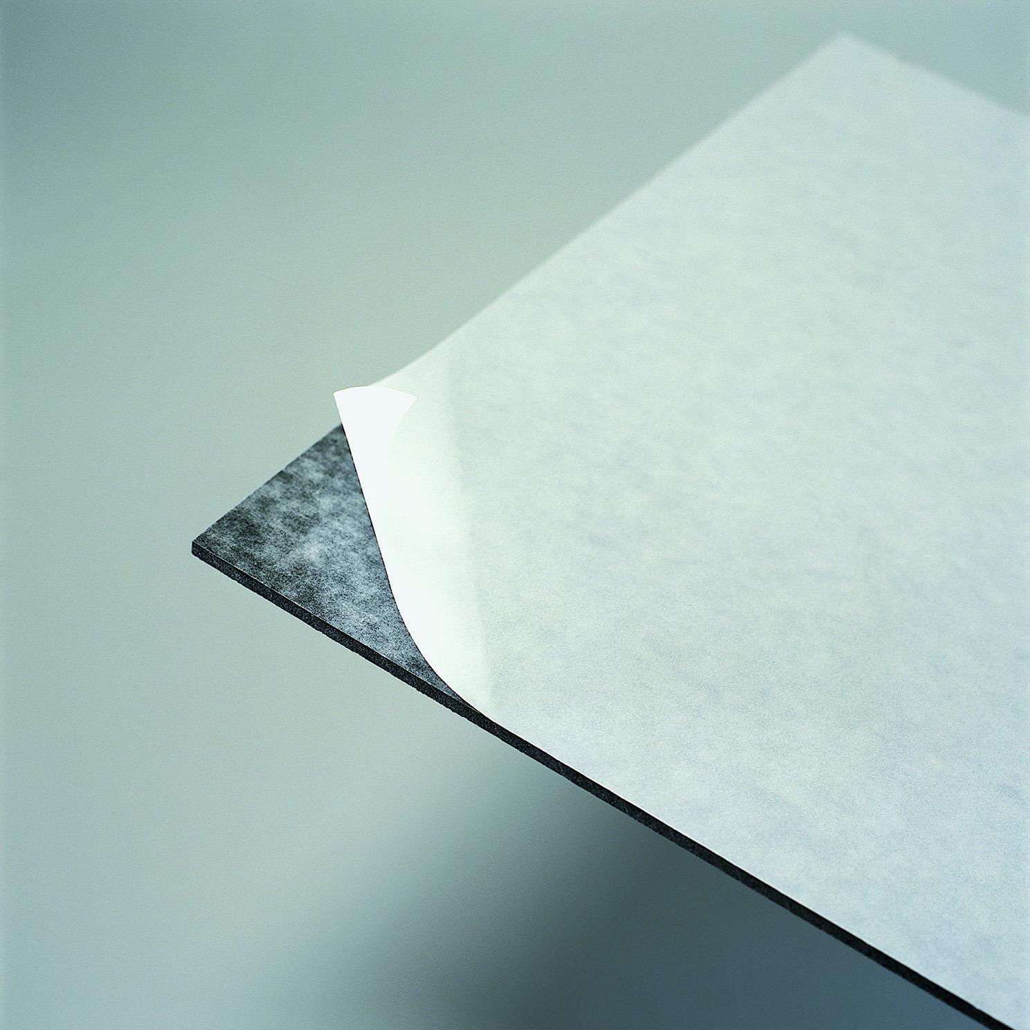 Filmolux Gudy 831 ist eine selbstklebende Kaltklebe-Aufziehfolie mit Papierträger.