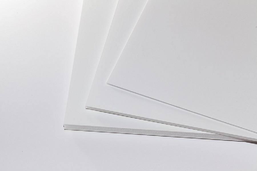 Eine weiße Airplac Leichtschaumplatte in mehreren Formaten und Dicken
