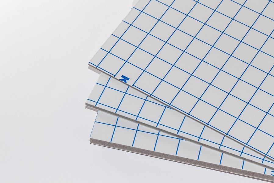 Eine einseitig schnellkaschierplatte mit einem grauen Polyurethan-Kern