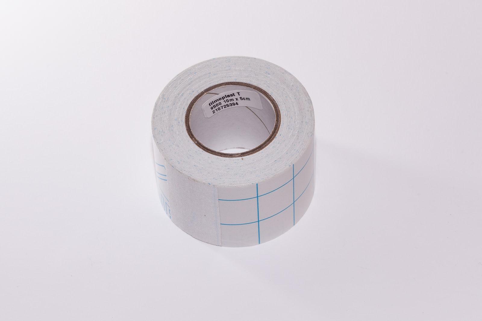 Filmoplast T ist ein weißes 5 cm breites Textilklebeband der Marke Filmolux.