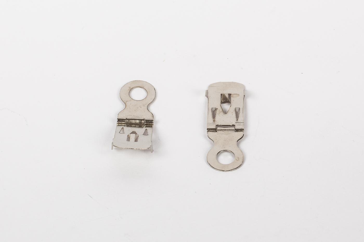 Metallaufhänger für Leichtschaumplatten, mit Scharnier