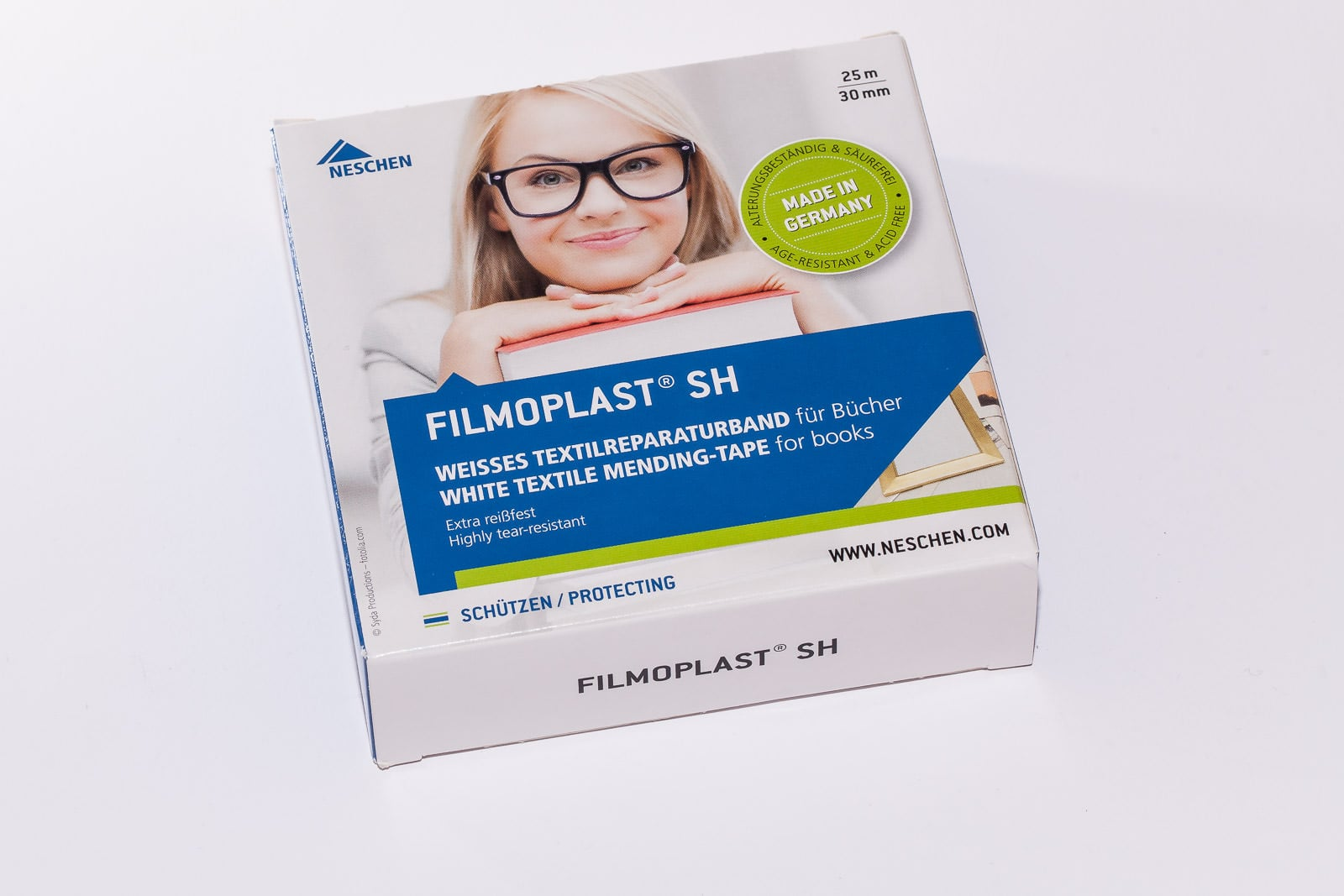 Filmoplast SH ist ein weißes 3 cm breites Textilklebeband der Marke Filmolux.