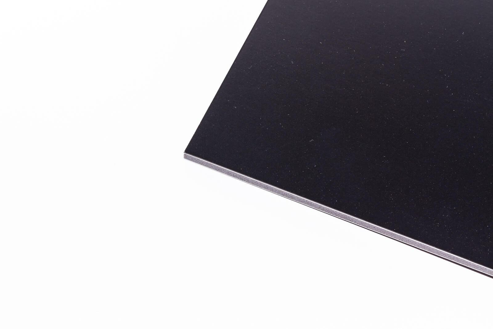 Eine Nahaufnahme von einer Kapa color Leichtschaumplatte in schwarz, 5 mm Dicke