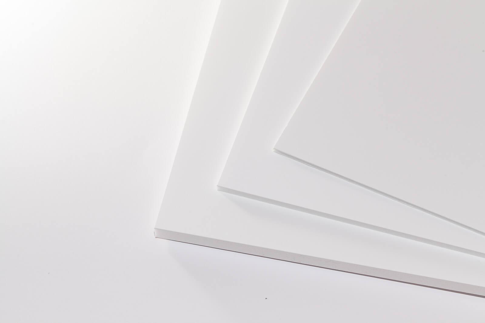 Eine Aufnahme von drei Kapa-Bright Leichtschaumplatten